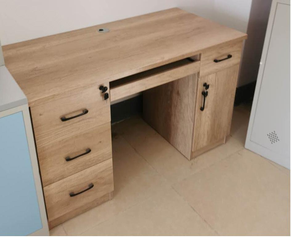 MK-BGZ1110办公桌  (1250元/张)