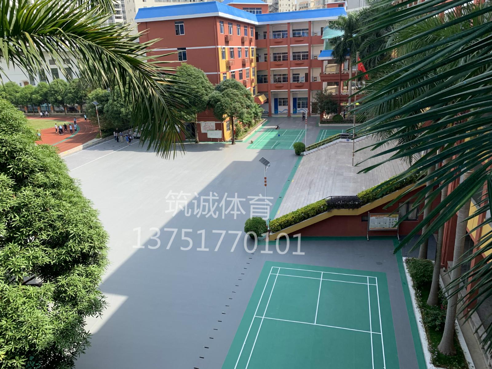 南宁市第二十九中学升旗台前塑胶球场