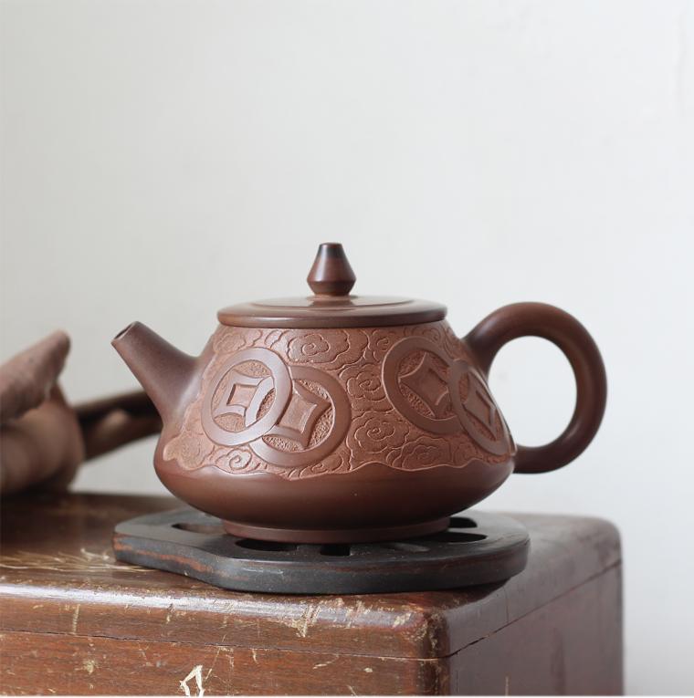 廣西桂藝堂精品純手工坭興陶浮雕云紋銅錢壺¥580