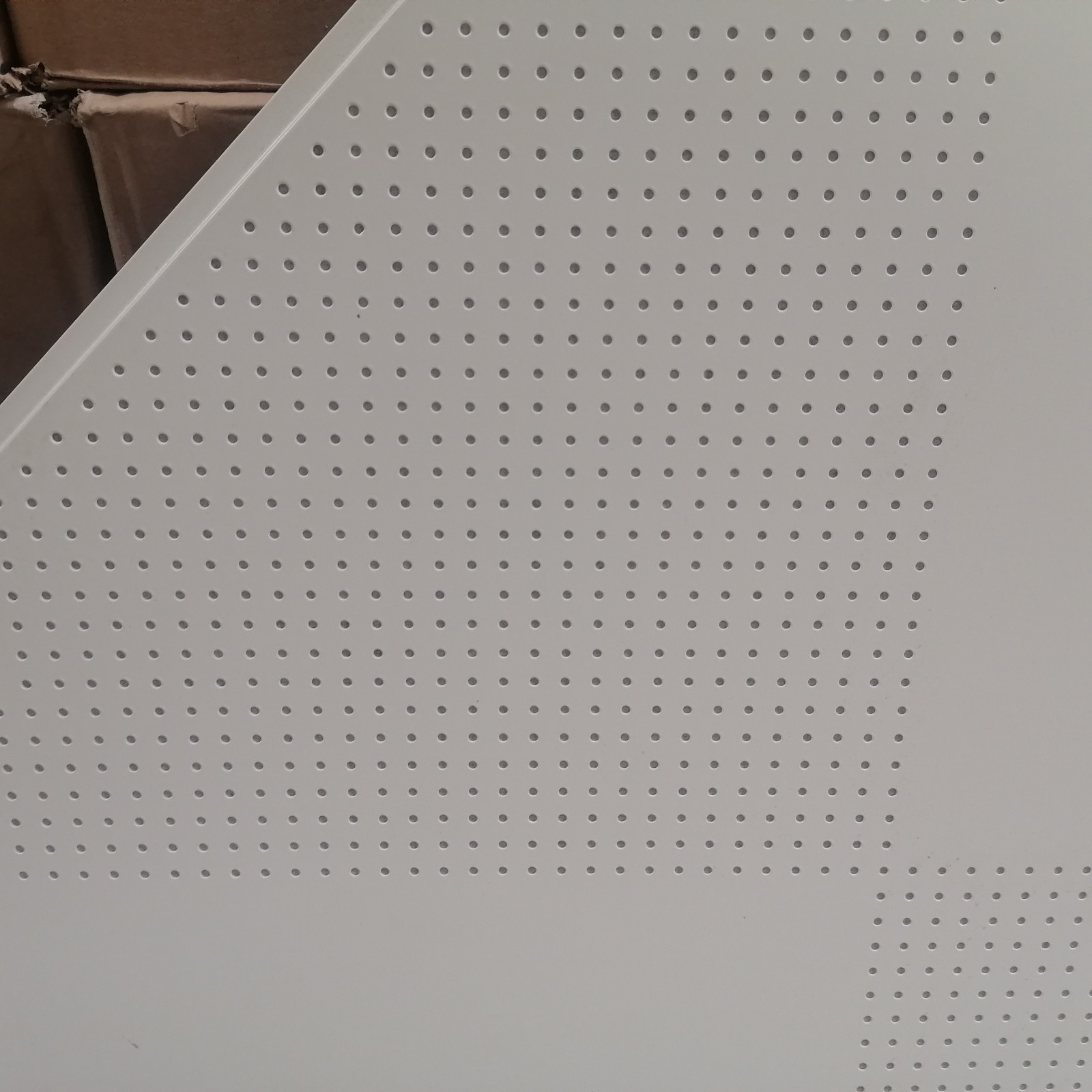 供应跌级铝扣板 明架冲孔铝扣板 南宁铝扣板生产厂家